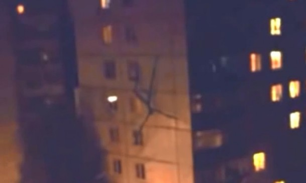 Unexplained Footage: Slenderman is real and invades Russian Town…